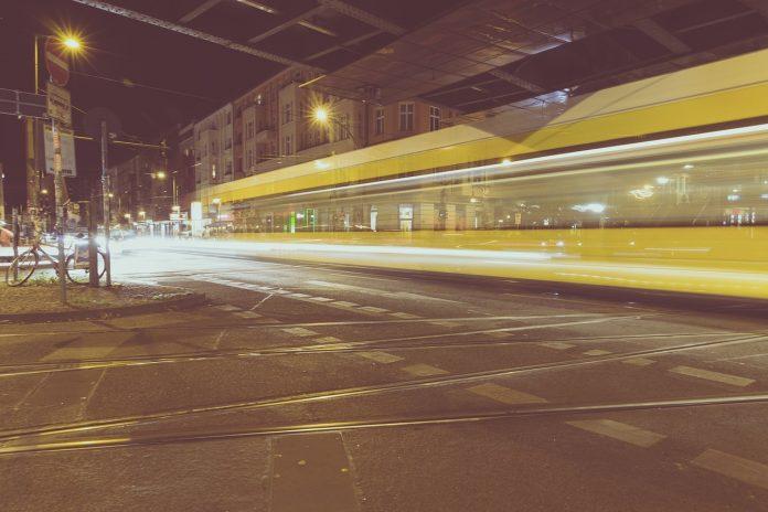 elektricka-prechadzajuca-popod-byty-hluk-mesto-zeleznicna-trat-chyby-pri-developerskych-projektoch
