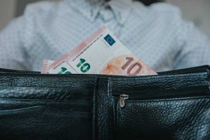 peniaze-eura-panska-penazenka-kosela-muz-stavebniny-vyber-materialu