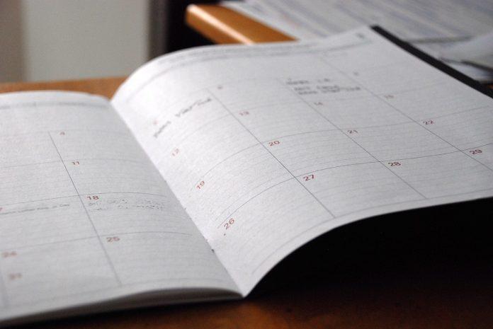 denny-planovac-diar-zosit-mesiace-dni-tyzdne-zapisy-stavebny-dennik