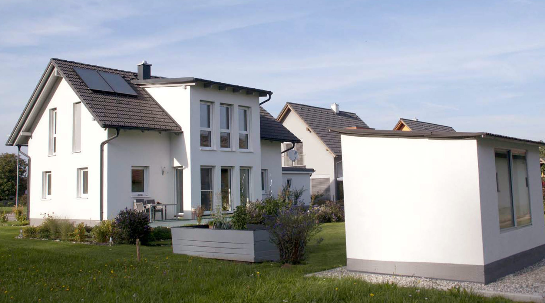 rodinne-domy-zahrada-komin-stavba