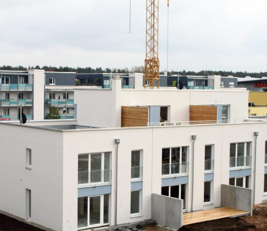 budova-plocha-strecha-zateplenie
