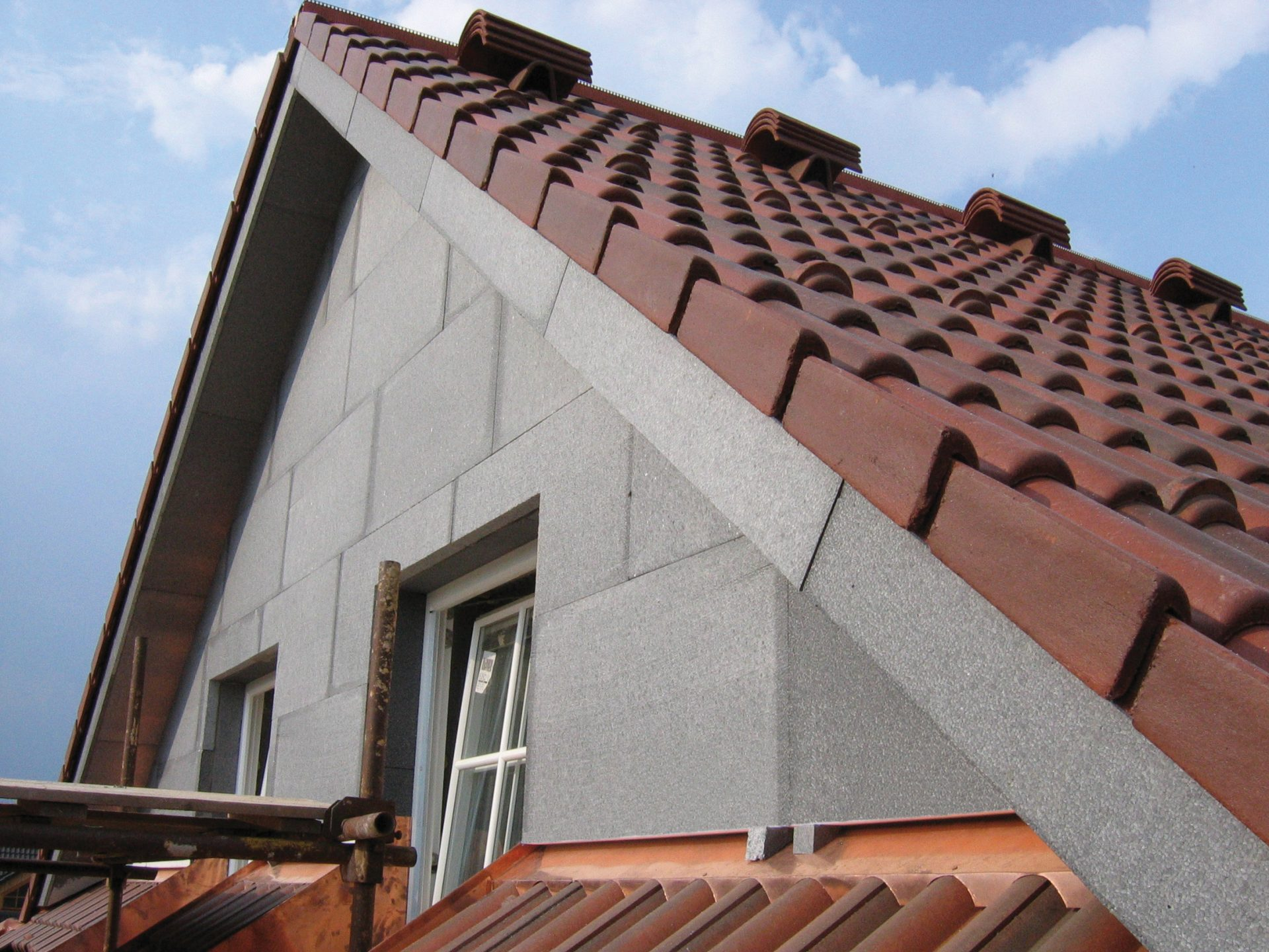 sivy-polystyren-greywall-dom-strecha-okna-krytina