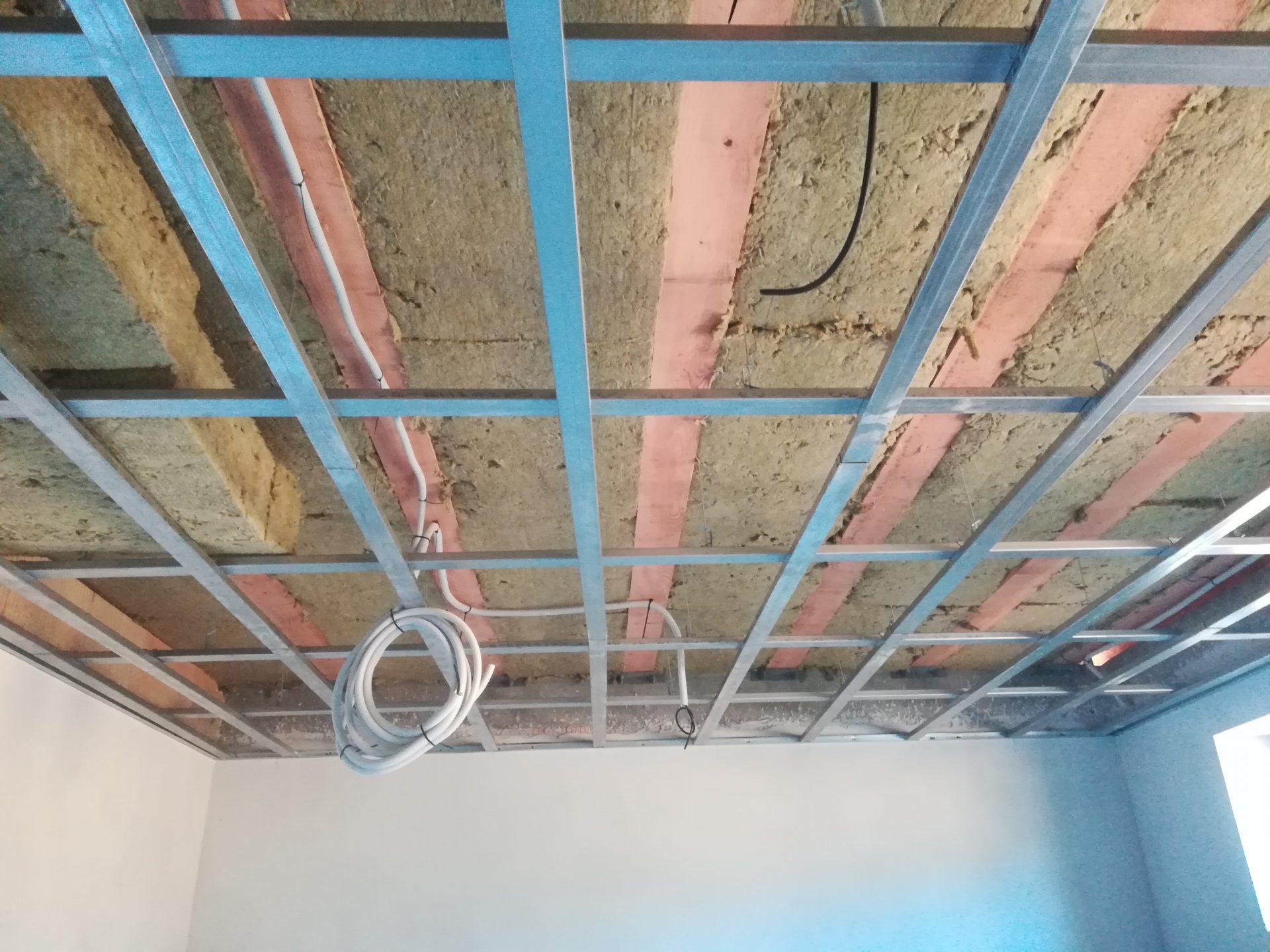 strop-zateplenie-mineralna-vlna-kamenna-vlna-krokvy-rodinny-dom