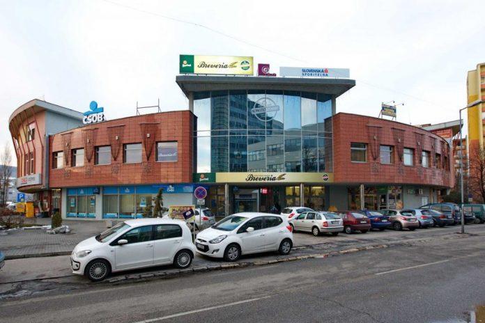 slimak-obchodny-dom-bratislava-budova-auta-ulica