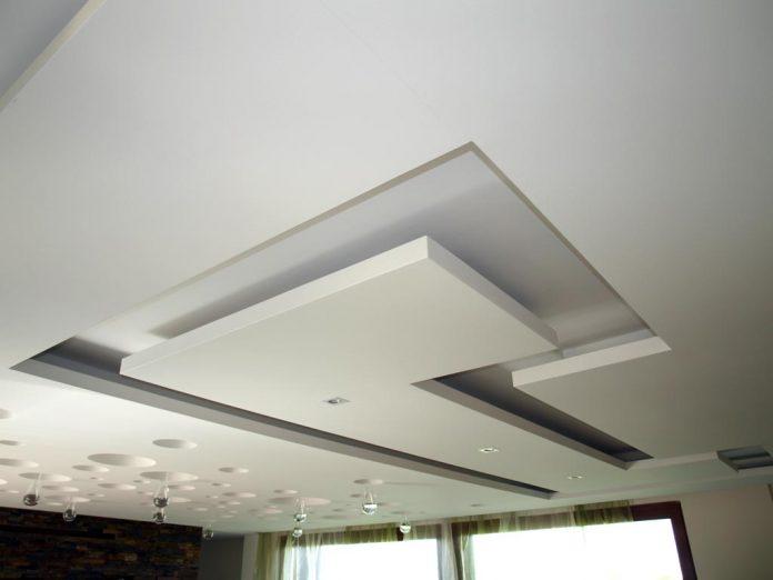 sadrokarton-obyvacka-moderny-interier-atypicka-archiktetura-osvetlenie-bodove-svetlo