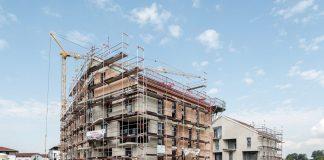 stavba-bytovka-hotel-lesenie-zeriav-vystavba-stavenisko-strecha-voda