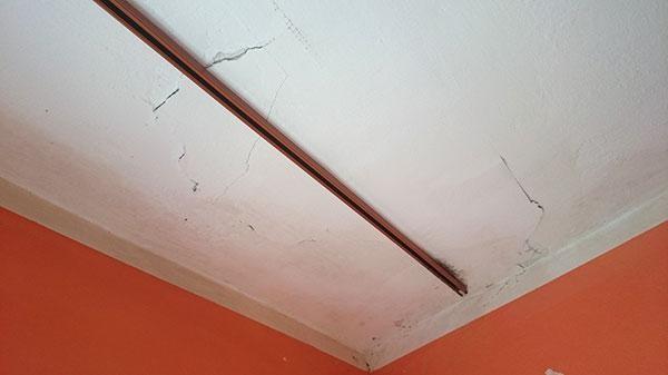 praskliny-doma-stena-plesen-reklamacia-opravy-stavba