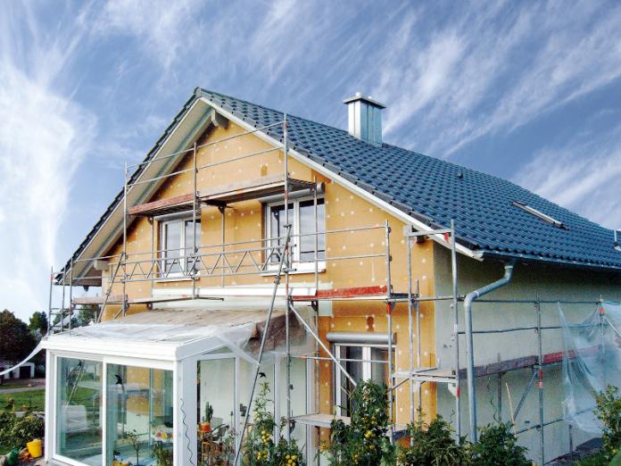 dom-zateplovanie-lesenie-fasada-komin-ovocne-stromy-zimna-zahrada-terasa
