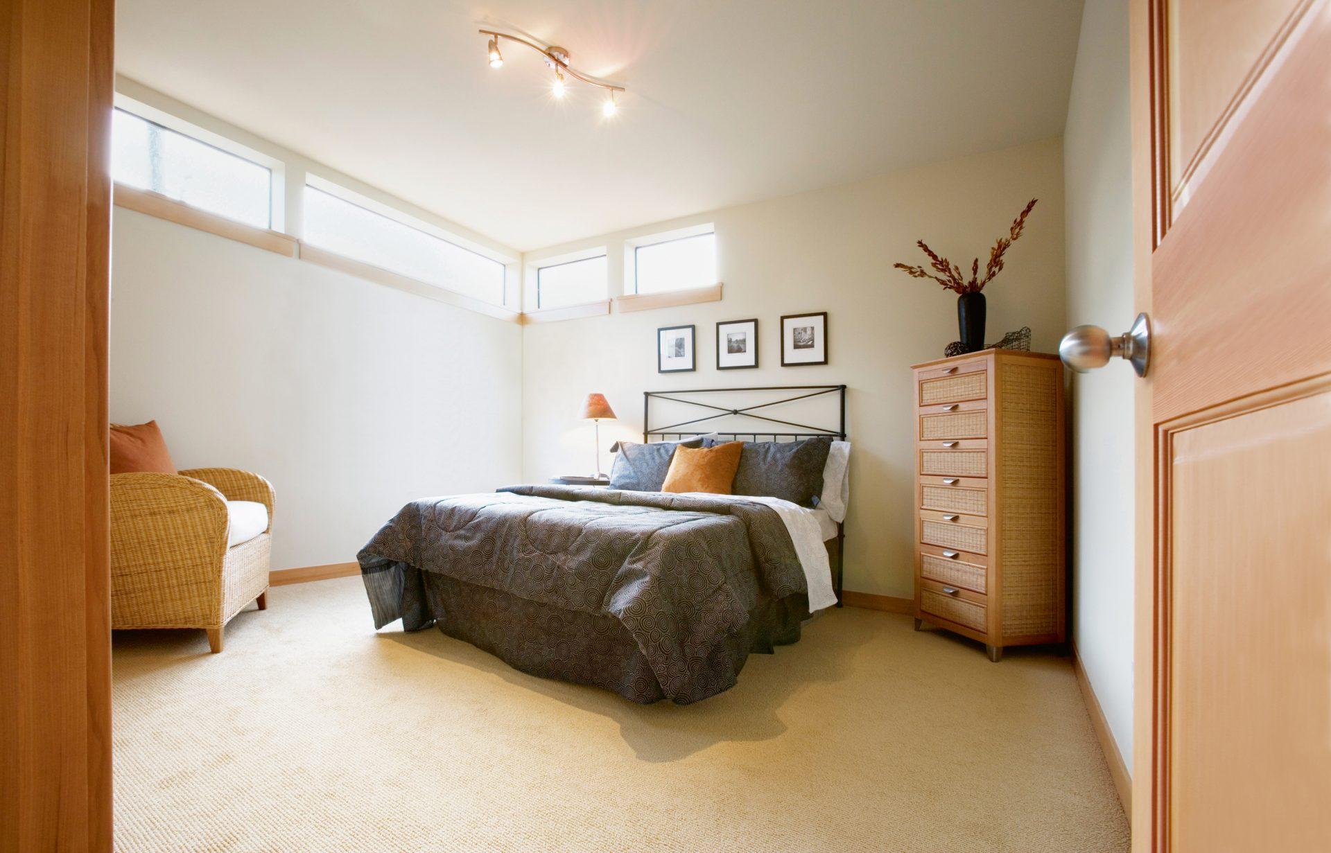 vankuse-postel-nabytok-prirodzene-osvetlenie-obrazy-dekoracie