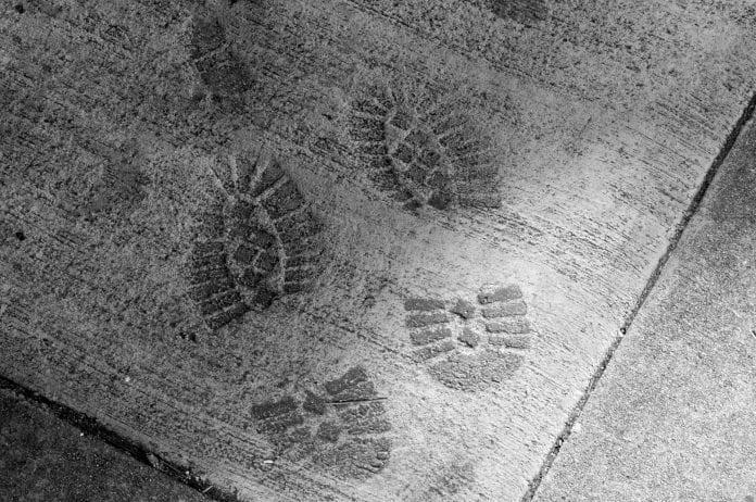 beton-odtlacok-topanok-pracovna-obuv-stavba